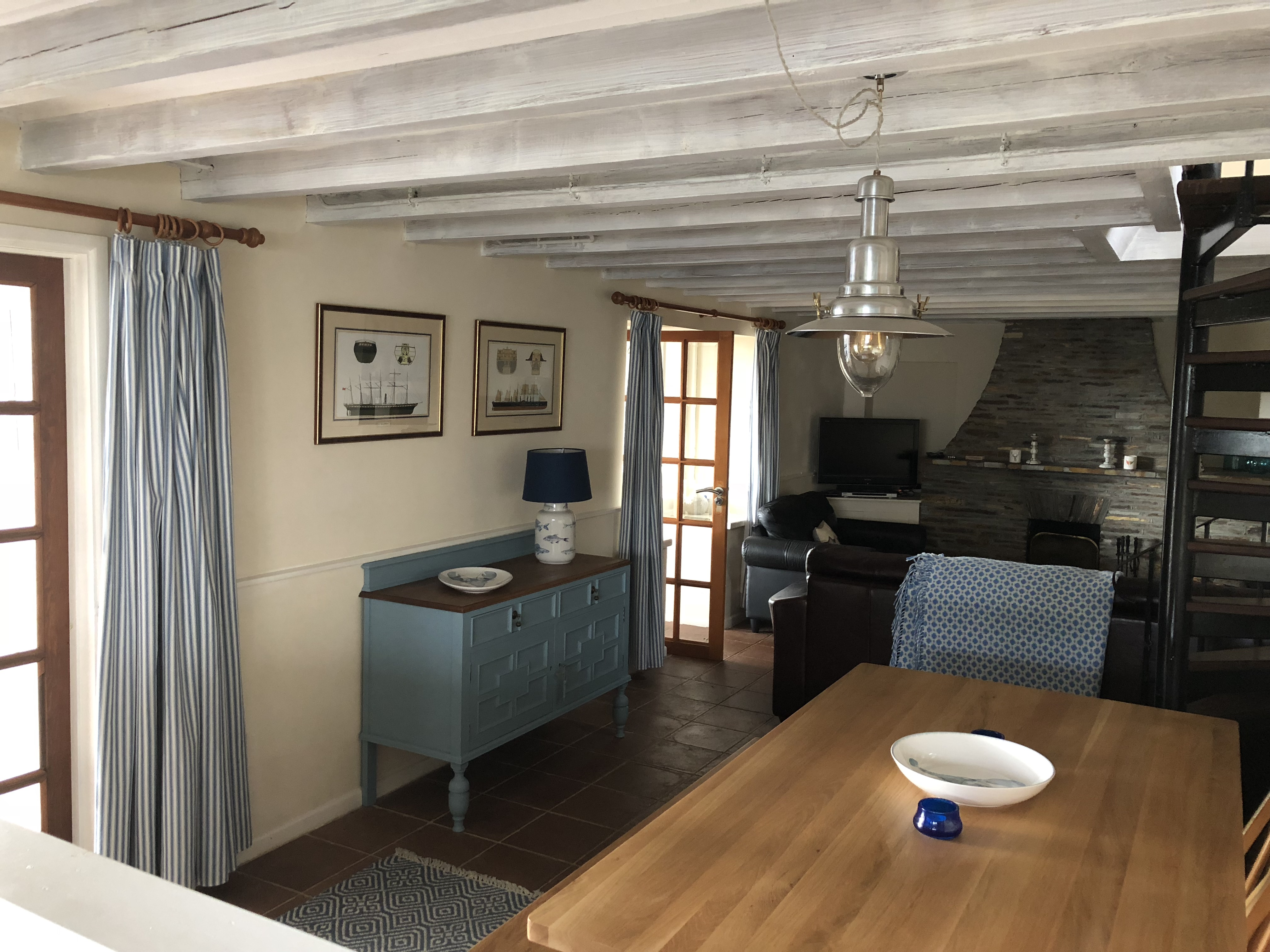 ... TV And Large French Doors Leading To The Safe Enclosed Garden With  Garden Furniture, Sun Loungers, Lawn, Rotary Washing Line And Parking For 4  Cars.